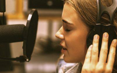 Ghid complet despre tensiunea din vocea ta (si ce sa faci in privinta asta)